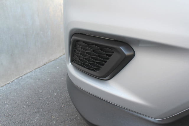 2014 Nissan Rogue SV front grill