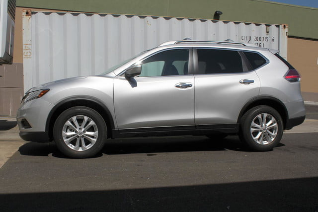 2014 Nissan Rogue SV right side