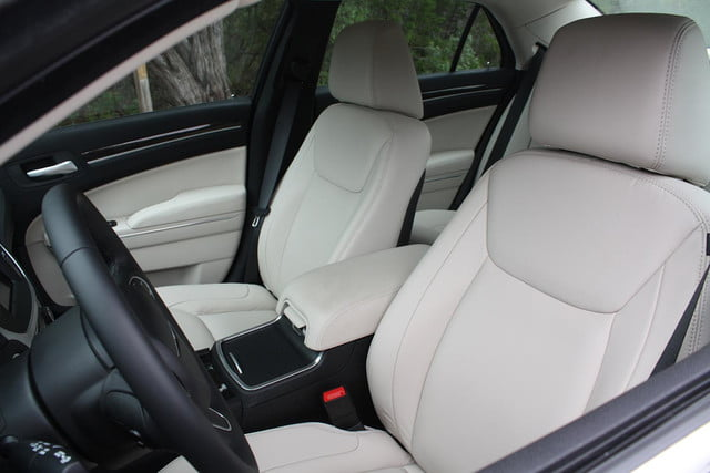 2015 Chrysler 300 front seats