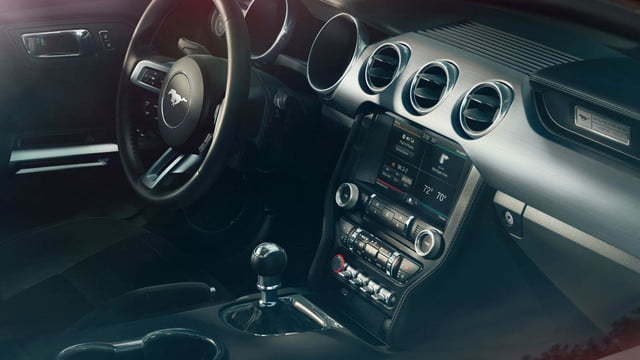 2015 Ford Mustang_tech_from_passenger
