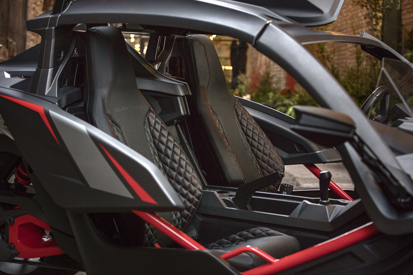 with a roof and comfier seats the slingshot grand touring le goes the distance. Black Bedroom Furniture Sets. Home Design Ideas