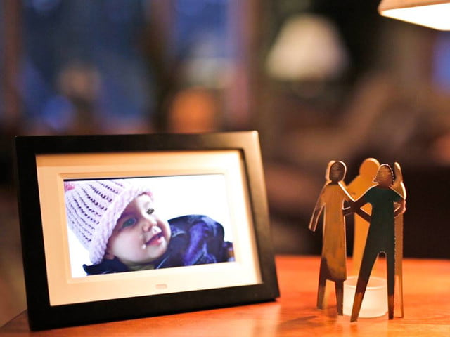 Email photos to the Skylight Frame for display on its 10 ...