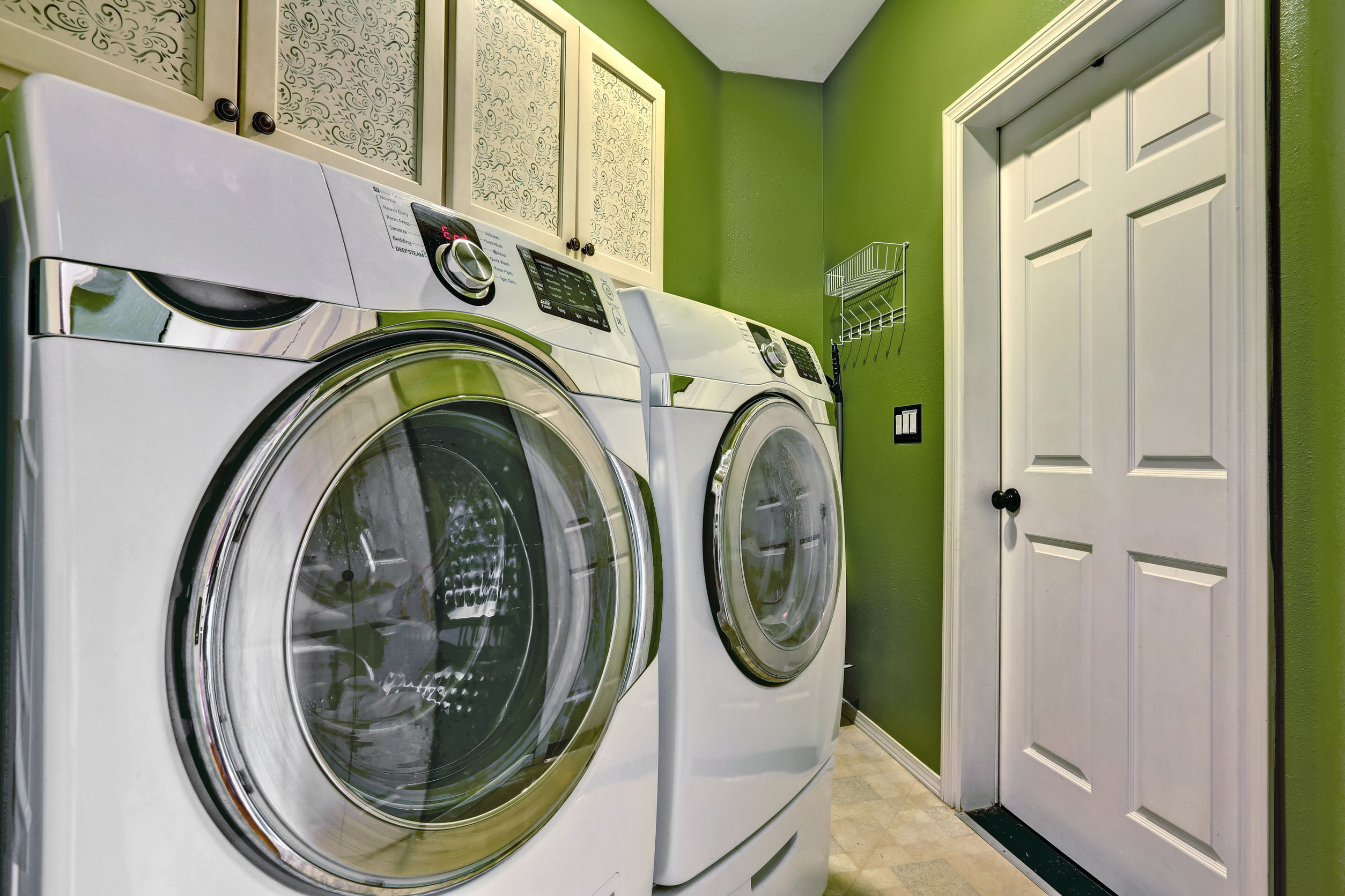 Its not just spin how to buy a washer and dryer digital trends washer dryer in green room solutioingenieria Choice Image