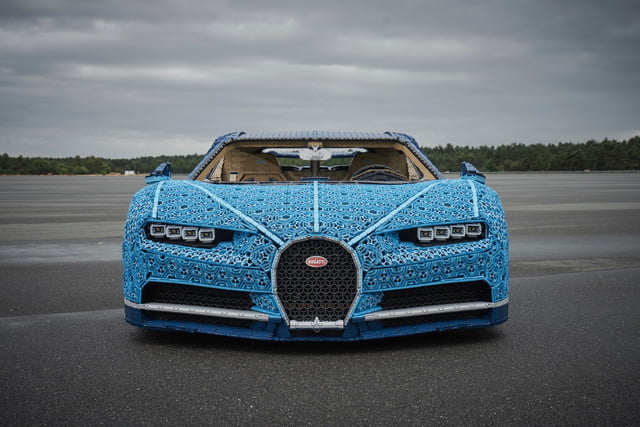 this bugatti chiron is made out of over 1 million lego. Black Bedroom Furniture Sets. Home Design Ideas