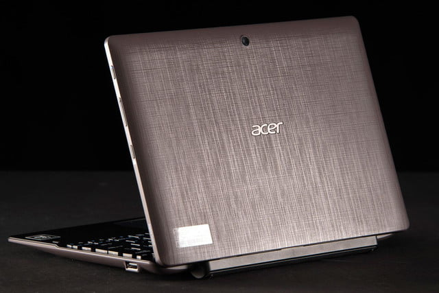 ACER Aspire Switch 10 back angle