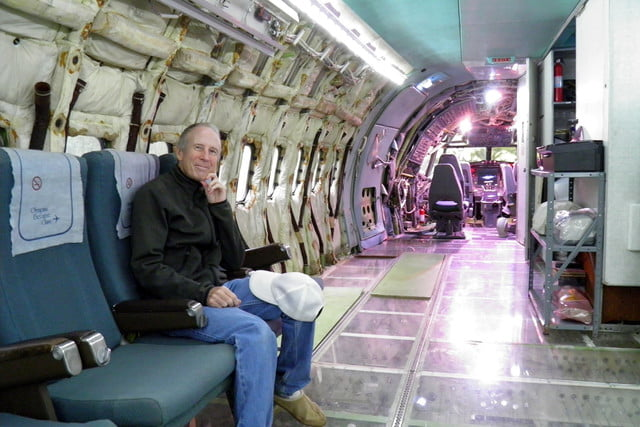 bruce campbell lives inside a boeing 727 airplane airplanehome 001