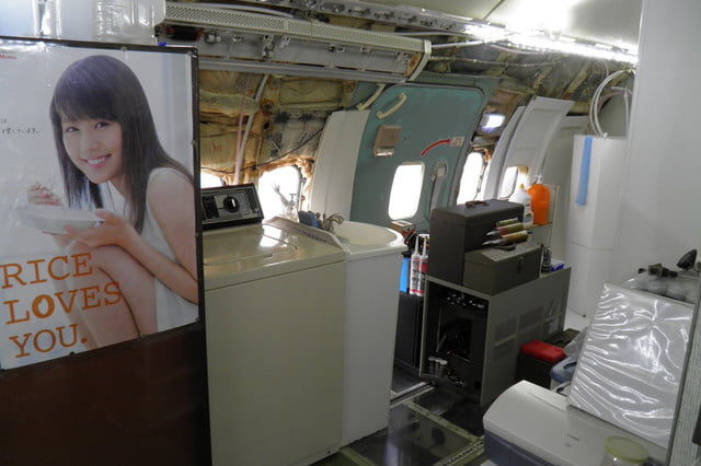 bruce campbell lives inside a boeing 727 airplane airplanehome 0023