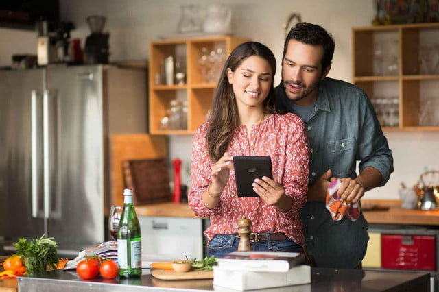 Amazon-Fire-Tablet-Couple-Kitchen
