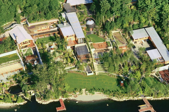 The Awesome Technology Inside Bill Gates' 1990s Mansion ...  |Bill Gates And His House
