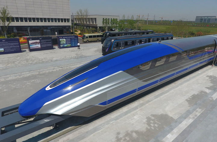 China's new maglev train can reach an astonishing 372 mph