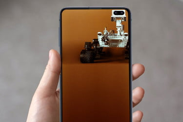 Creative Wallpapers That Use The S10 Hole Punch Camera Properly