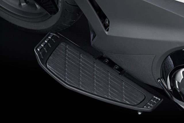 2014 Honda NM4 Vultus foot