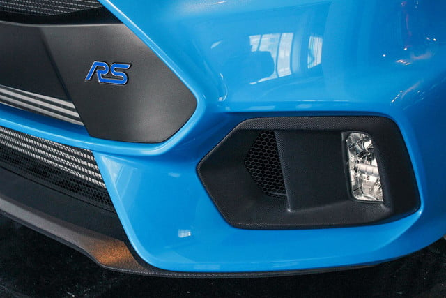 2016 Ford Focus RS blue intake
