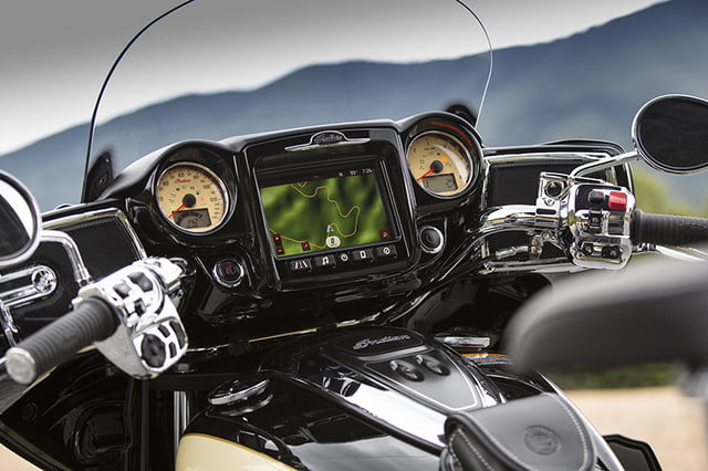 indian motorcycle ride command touchscreen 2017 imc infotainment roadmaster 08