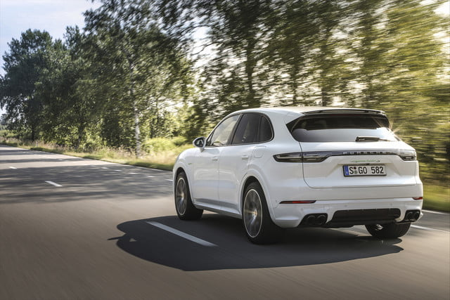 2020 porsche cayenne turbo s e hybrid delivers 670 hp electrified punch tseh 5