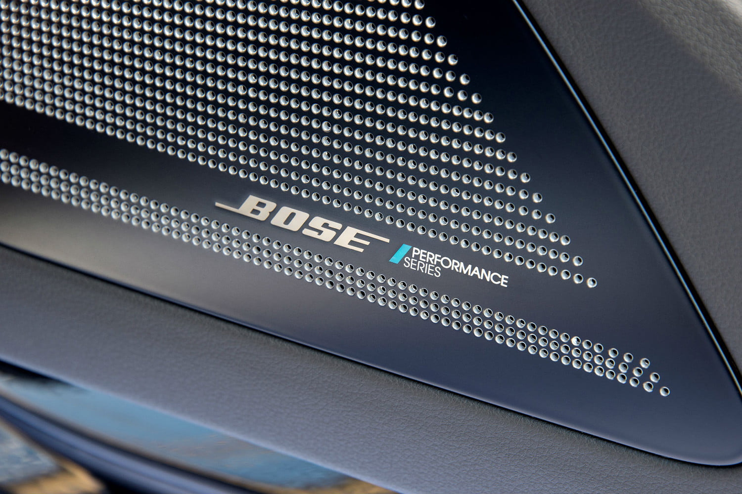 Bose Car Stereo >> How Bose Is Making Advanced Car Audio Systems Affordable