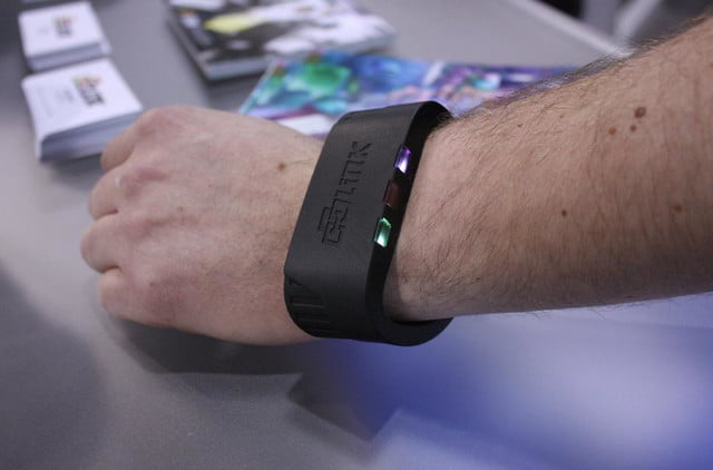 link streams terabyte information directly wrist looks awful dlink wearable 3