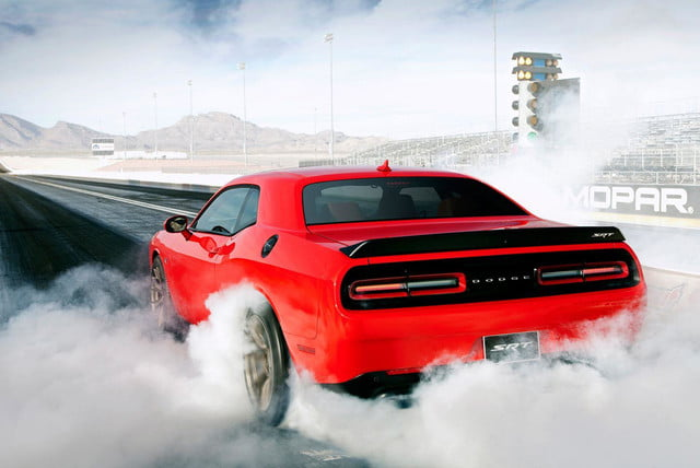 dodge-challenger-srt-hellcat-burnout