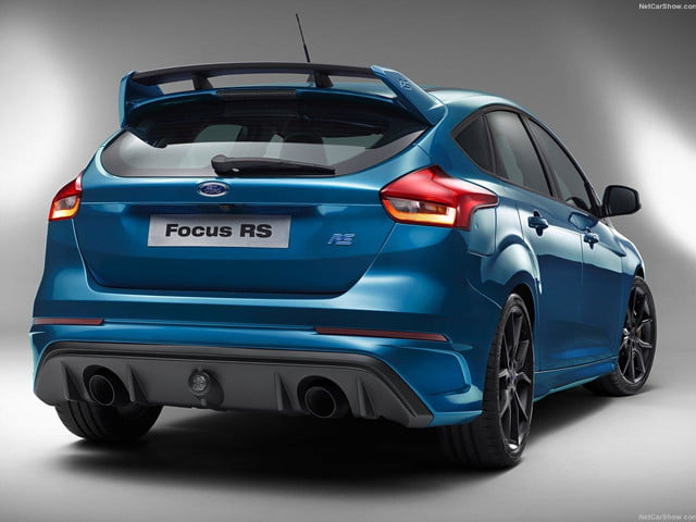 Ford-Focus_RS_2016_rear