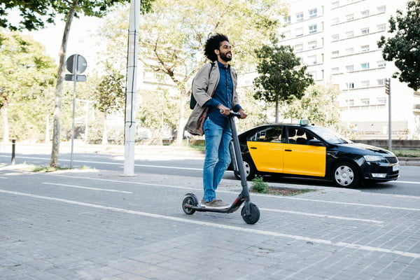 Despite high injury rates, 80% of e-scooter riders refuse to wear helmets