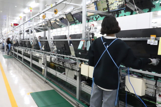 exclusive tour of lgs manufacturing and assembly lines gumi facility 004
