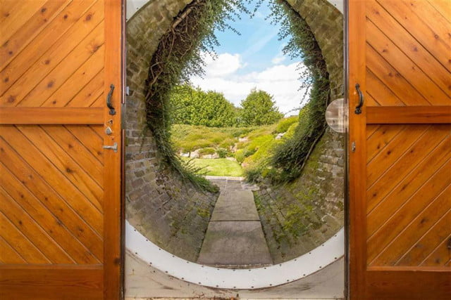 hobbit style home goes up for sale in england hobbithouse 09