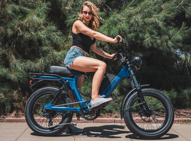 juiced bikes scorpion moped style e bike packs performance safety and comfort rider 2