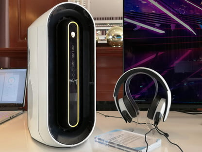 The Alienware Aurora R9 Gaming Desktop Is a Science Fiction
