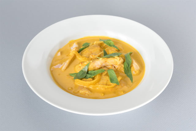 nomiku sous chef 2017 chicken thigh in thai yellow curry dish 10 01