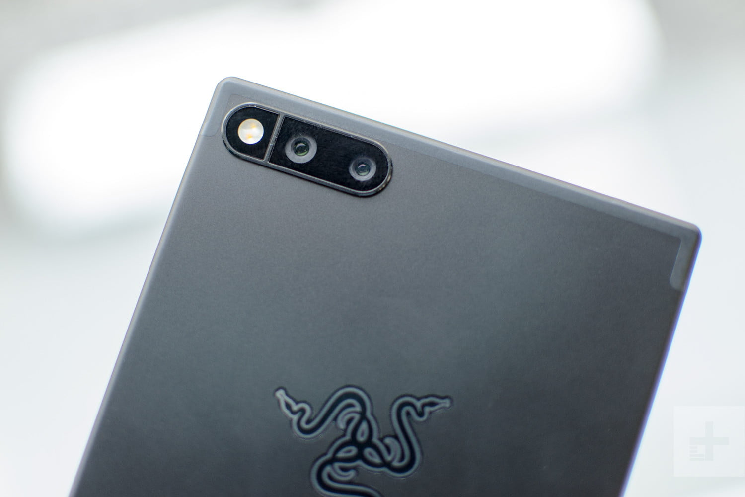 Battle of the Displays: Razer Phone vs  Apple's iPhone X