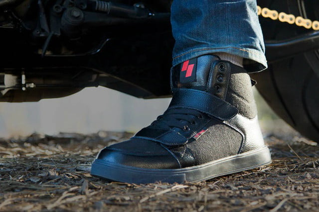 roame zero wireless signal motorcycle shoes roames lifestyle 2