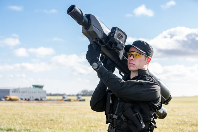 this shoulder mounted net firing bazooka can down a rogue drone at 100 meters skywall 4