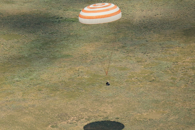iss astronaut trio return to earth soyuz landing 3