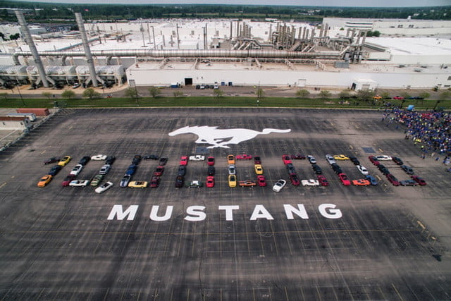 ford mustang 10 millones millionth formation 700x467 c