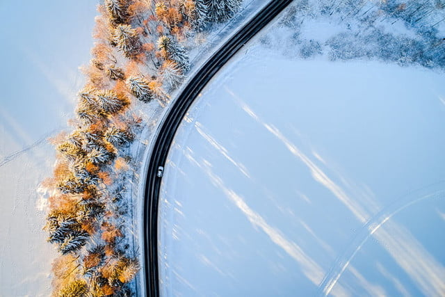 fotografia drones aerial drone shot of picturesque snow covered maridalen norway on a sunny winter afternoon 700x467 c