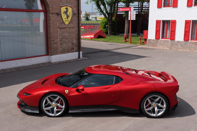 ferrari sp38 modelo exclusivo one off 2 640x427 c