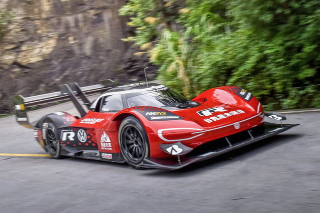 volkswagen id r electrico china record tianmen mountain 2019 large 10126 700x467 c