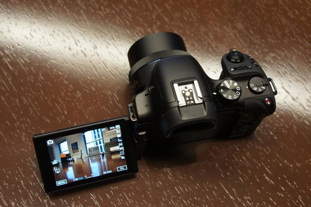 samsung announces nx30 mirrorless camera and android powered galaxy 2 dsc08194