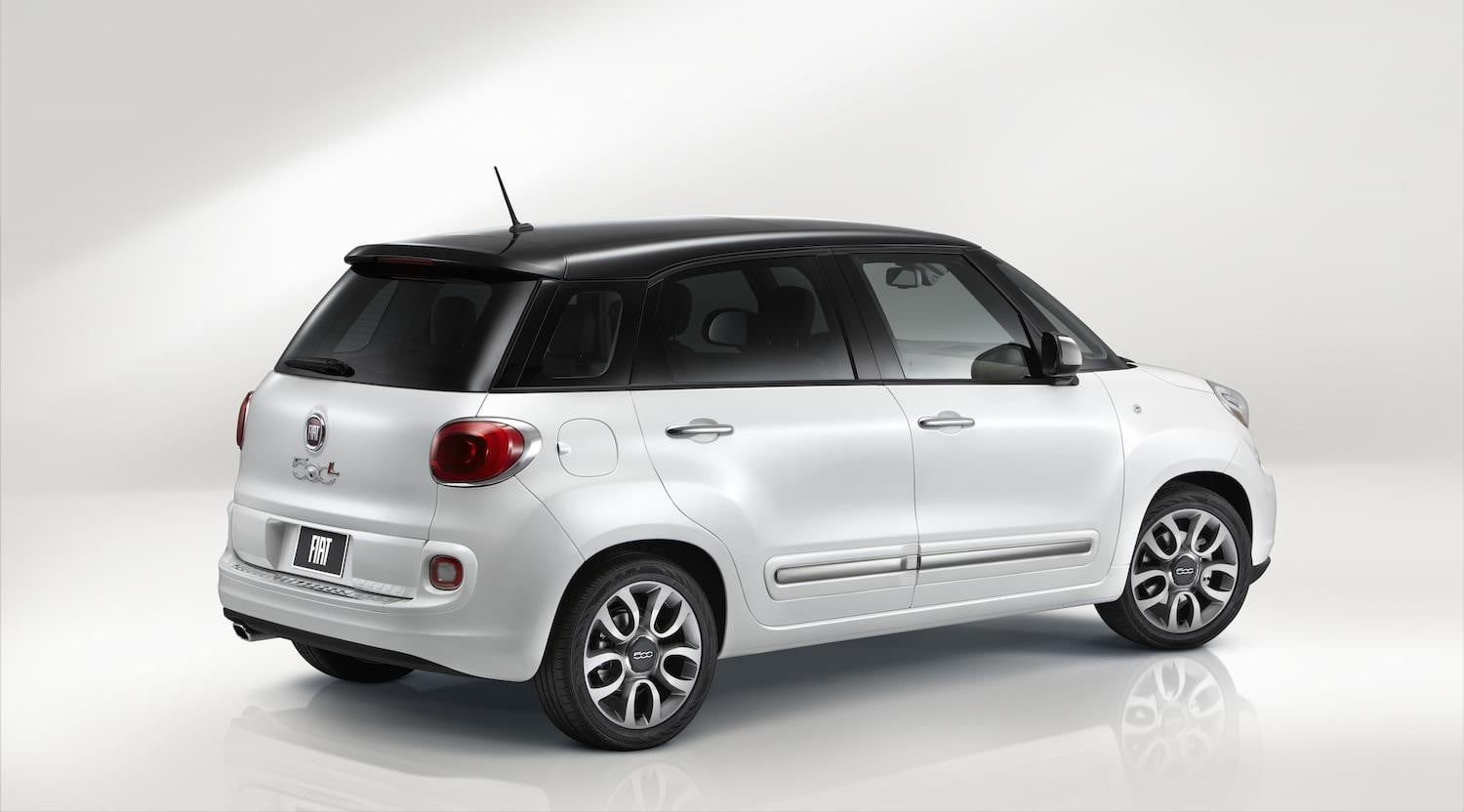 introducing the fiat 500xl and you thought the fiat 500l was ugly digital trends. Black Bedroom Furniture Sets. Home Design Ideas