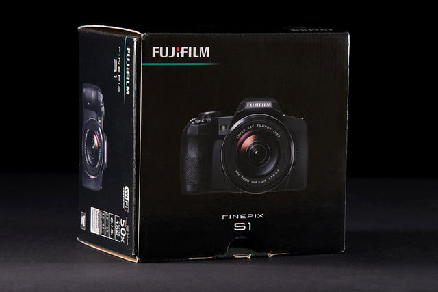 Fujifilm FinePix S1 box