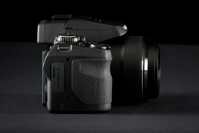 Fujifilm FinePix S1 right side