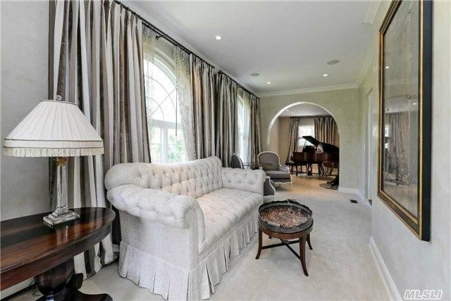scott fitzgeralds home on sale for 3 9 million gatsby house couch