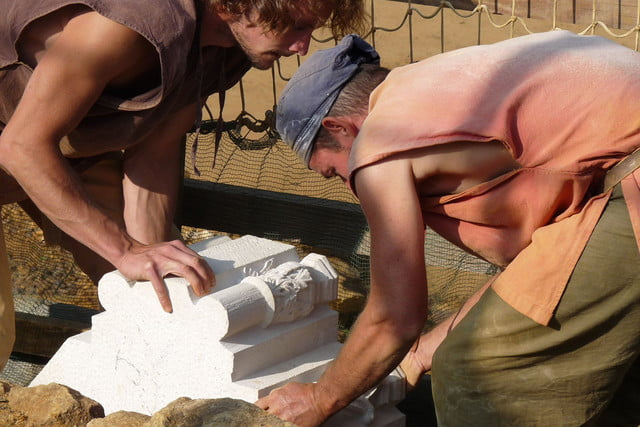 the guedelon castle is being built with 13th century techniques gu  delon 0018