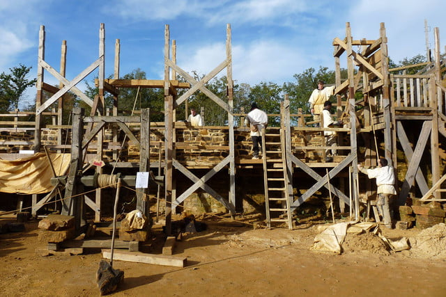 the guedelon castle is being built with 13th century techniques gu  delon 006