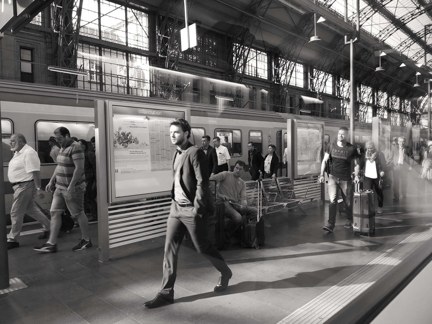 Huawei p20 pro leica street photography feature bw train station