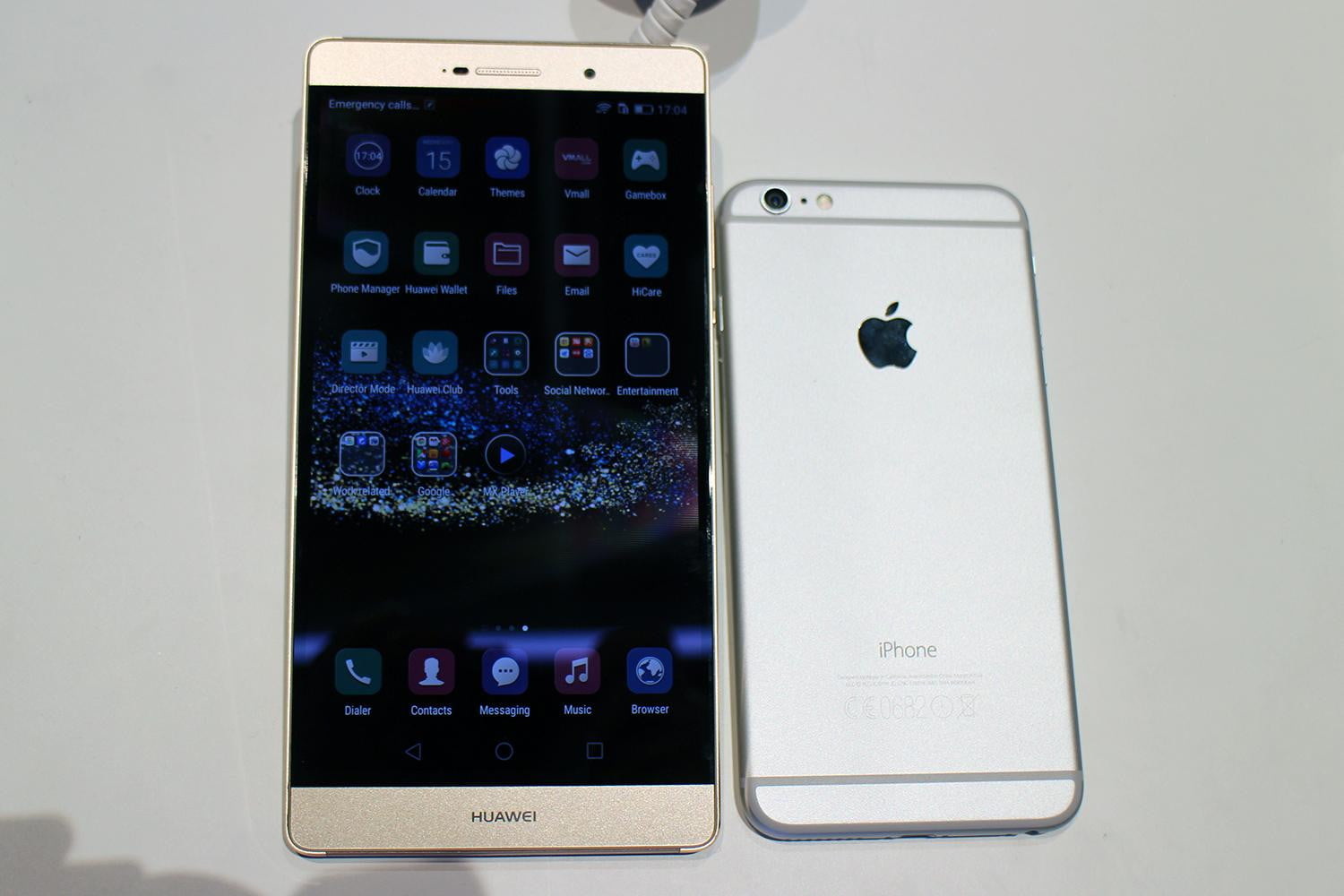 Hands On with the 6.8-inch Huawei P8 Max | Digital Trends