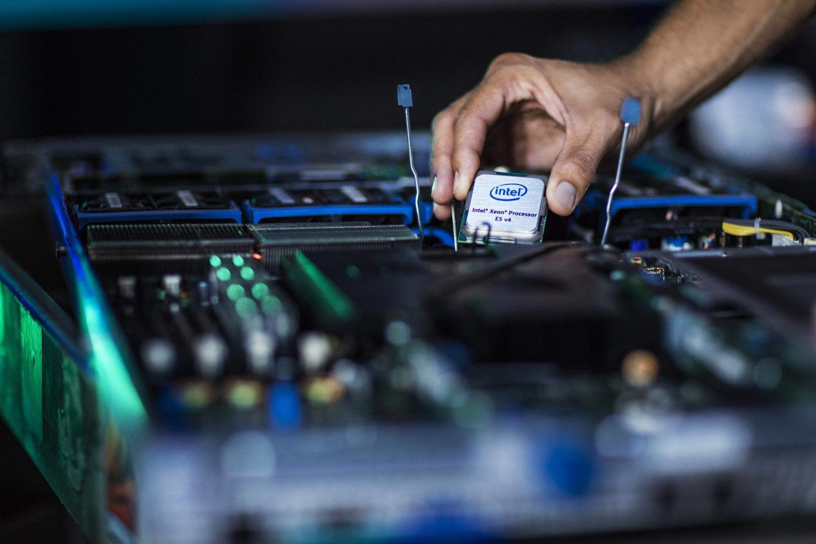 intel could make billioins off meltown specture insecure exploits processor
