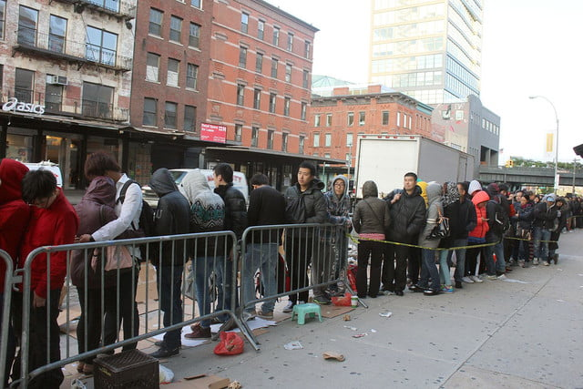 apple iphone 6 launch day news line 14