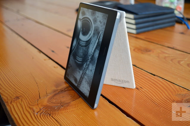 amazin kindle oasis review (2017) stand screen