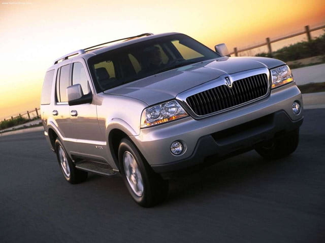Lincoln-Aviator_2003_front
